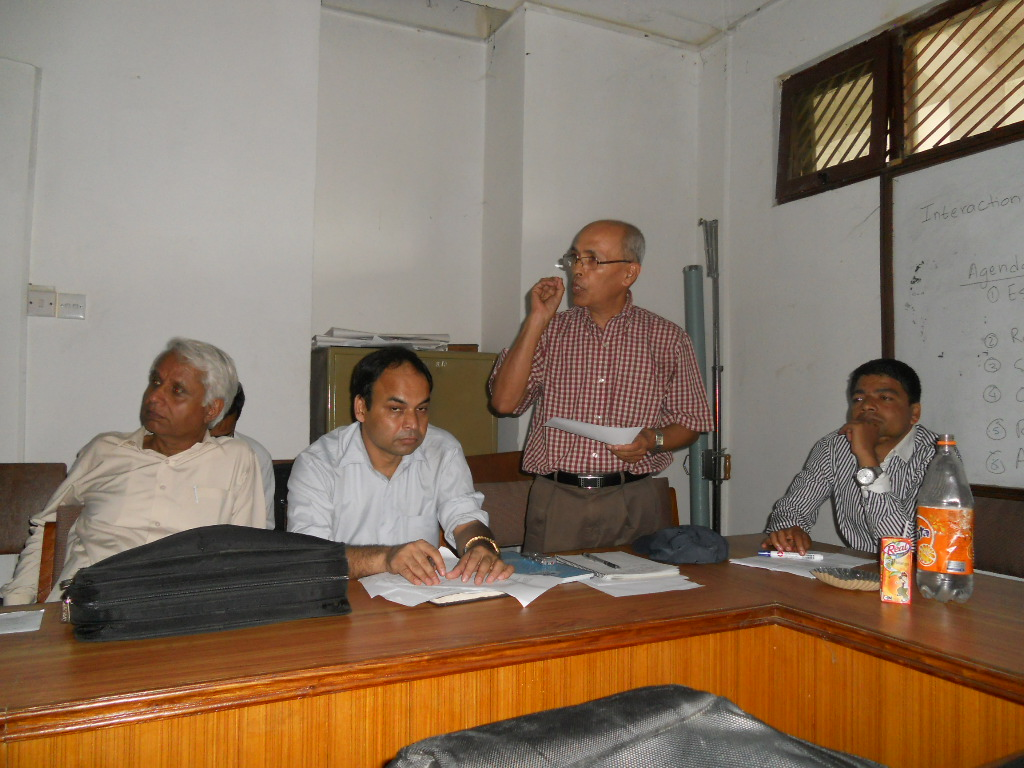 Dr. Simon Gautam, former Chief Editor, Nepalese Linguistics, at LSN meeting with former presidents and Chief Editors on August 12, 2012